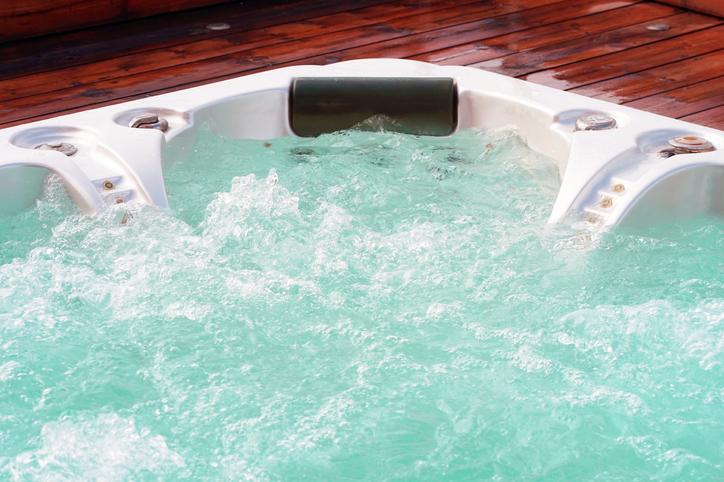 clean hot tub water