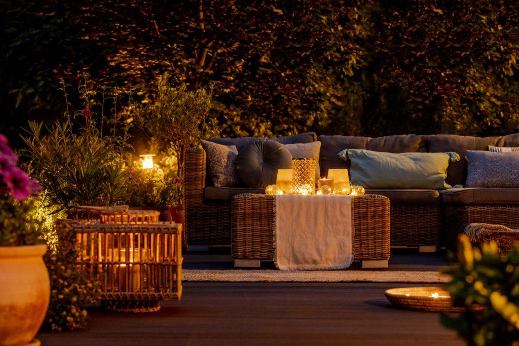 trendy backyard decor